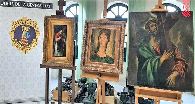 Fałszywe obrazy wystawione na widok publiczny