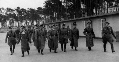 Zdjęcie z Albumu SS, z wizyty Heinricha Himmlera w obozie Stutthof 23.11.1941 r. Ze zbiorów Muzeum Stutthof w Sztutowie.