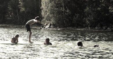 kąpiące się dzieci