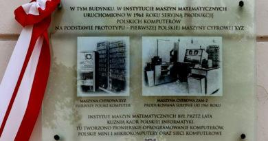 Tablica pamiątkowa w instytucie