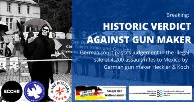 Grafika z napisem: Historyczny wyrok przeciwko producentowi broni